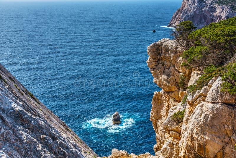 Μπλε θάλασσα σε Capo Caccia στοκ φωτογραφίες