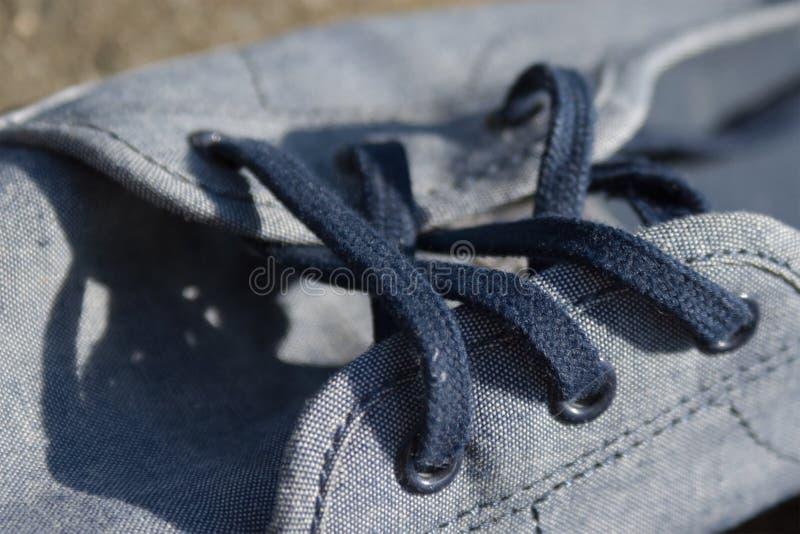 Μπλε θερινά πάνινα παπούτσια στοκ εικόνα