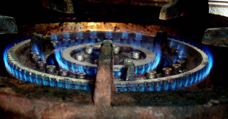 Μπλε κάψιμο φλογών αερίου στοκ εικόνες