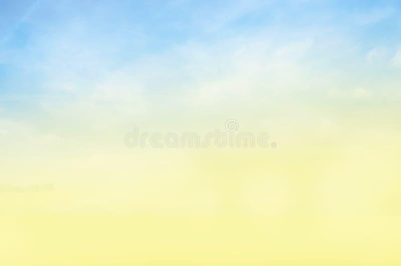 Μπλε κίτρινο ηλιόλουστο υπόβαθρο ουρανού στοκ εικόνα
