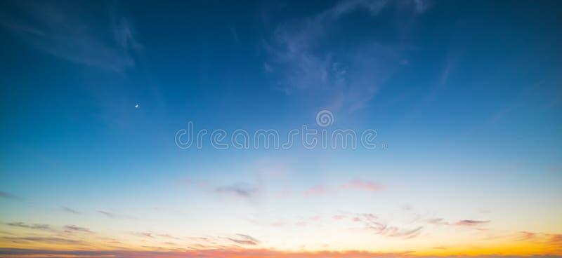 Μπλε και πορτοκαλής ουρανός στο Σαν Ντιέγκο στοκ εικόνα