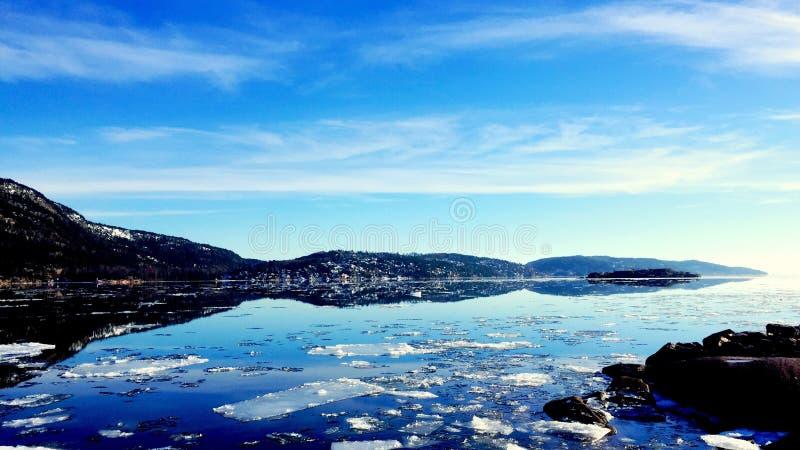 μπλε νορβηγικός ουρανός φύσης βουνών fiords στοκ φωτογραφίες