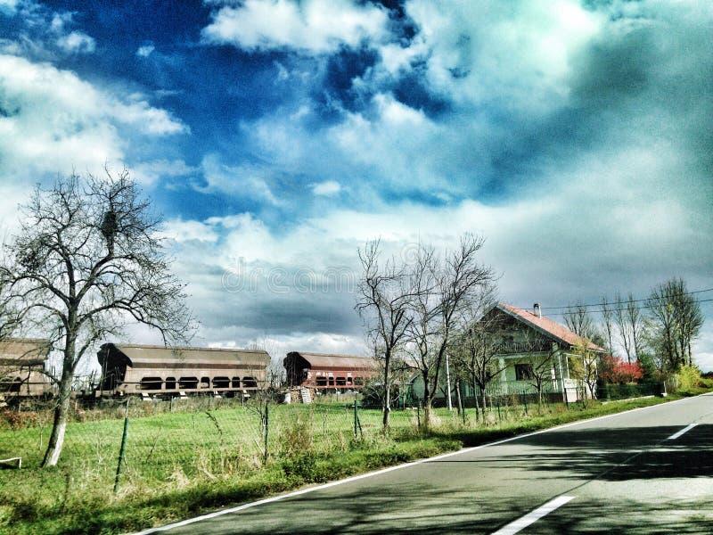 Μπλε ουρανός επάνω από το τραίνο στοκ φωτογραφία με δικαίωμα ελεύθερης χρήσης