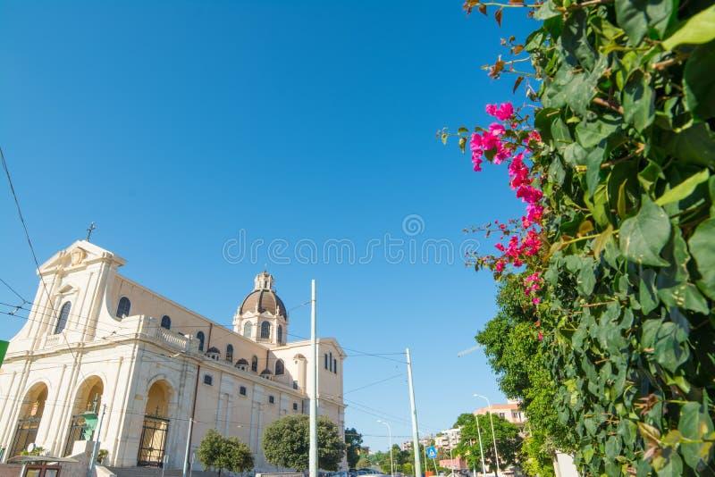 Μπλε ουρανός πέρα από Bonaria στοκ φωτογραφίες