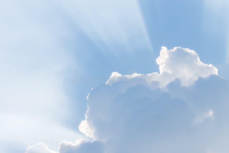 Download μπλε ουρανός σύννεφων στοκ εικόνα. εικόνα από ανασκόπησης - 62712287