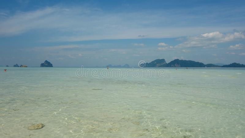 Μπλε ουρανός Koh Kradan, Ταϊλάνδη στοκ φωτογραφία
