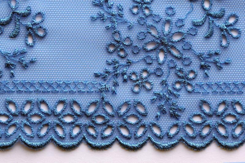 Μπλε λουλουδιών μακρο πυροβολισμός σύστασης δαντελλών υλικός στοκ εικόνες
