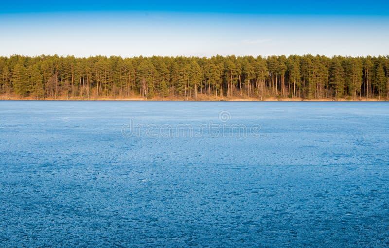 μπλε παγωμένη λίμνη στοκ φωτογραφίες