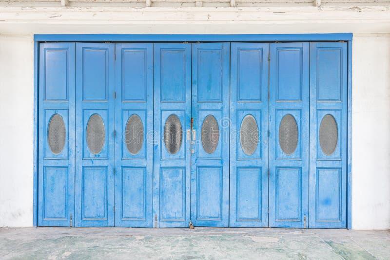 Μπλε παλαιές πόρτες στοκ εικόνα με δικαίωμα ελεύθερης χρήσης