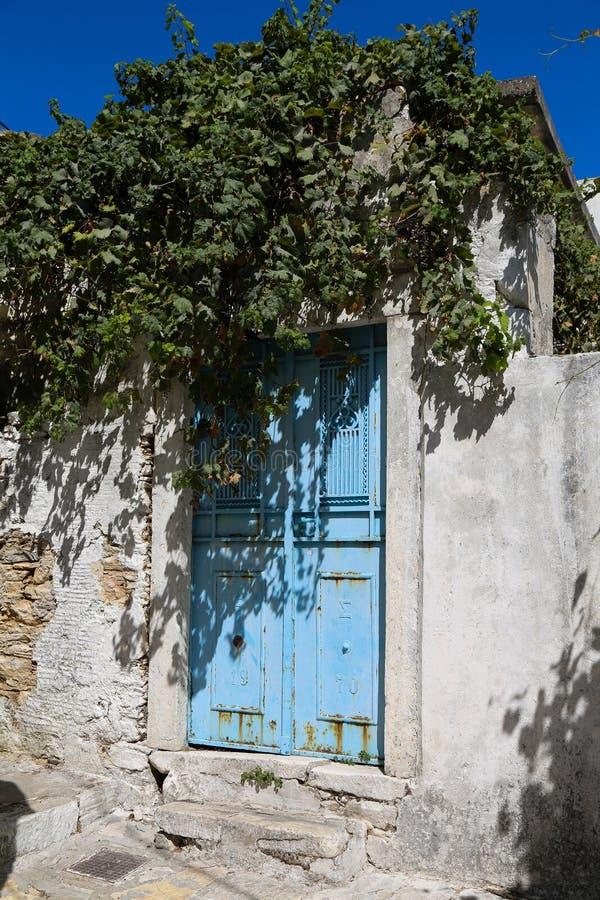 μπλε πόρτα ελληνικά στοκ φωτογραφία με δικαίωμα ελεύθερης χρήσης