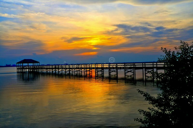 Μπλε σκιαγραφία ηλιοβασιλέματος στοκ φωτογραφία με δικαίωμα ελεύθερης χρήσης