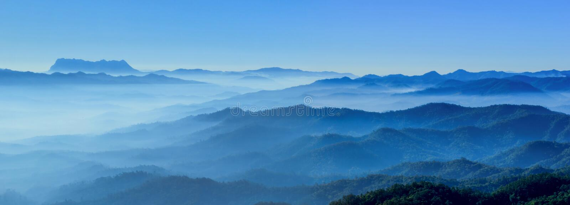 Μπλε τόνοι οριζόντων πρωινού της Misty στοκ φωτογραφίες με δικαίωμα ελεύθερης χρήσης