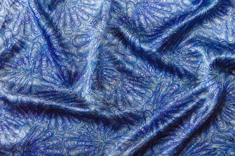 Μπλε υπόβαθρο υφάσματος μεταξιού με το αφηρημένο σχέδιο στοκ εικόνες με δικαίωμα ελεύθερης χρήσης