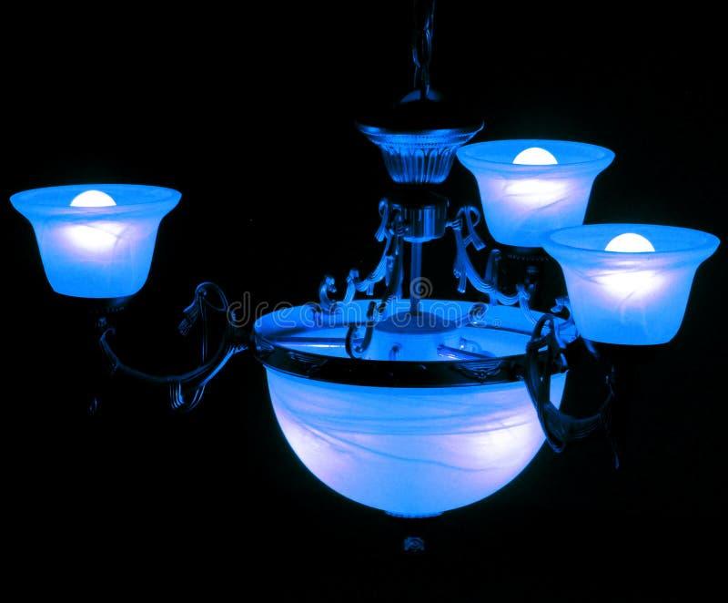 Μπλε φως σε ένα σκοτεινό δωμάτιο στοκ φωτογραφία με δικαίωμα ελεύθερης χρήσης