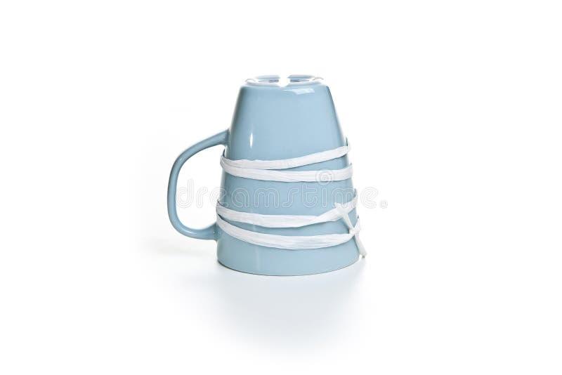 Μπλε φλυτζάνι που δένεται με μια κορδέλλα στοκ εικόνα με δικαίωμα ελεύθερης χρήσης