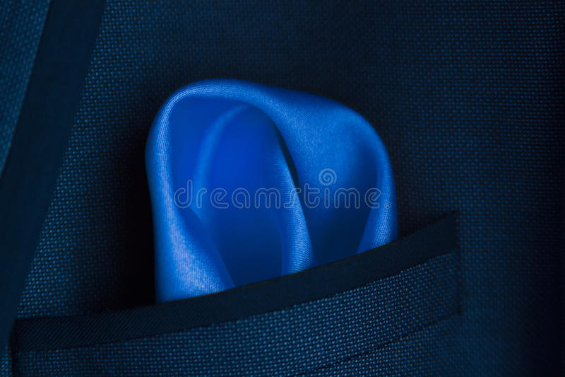Μπλε χαρτομάνδηλο σε μια τσέπη στοκ φωτογραφία