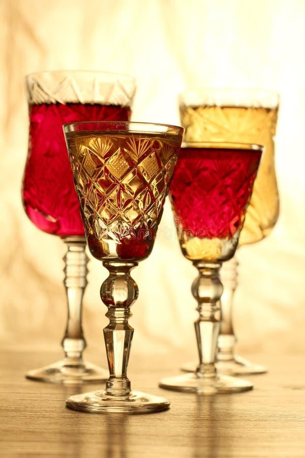 μπλε dof ρηχό κρασί γυαλιών στοκ φωτογραφίες