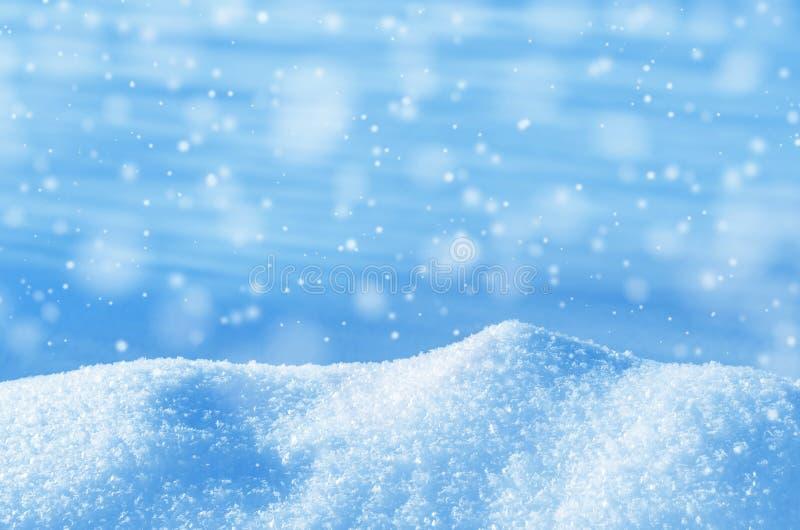μπλε snowflakes ανασκόπησης άσπρος χειμώνας στοκ φωτογραφίες με δικαίωμα ελεύθερης χρήσης