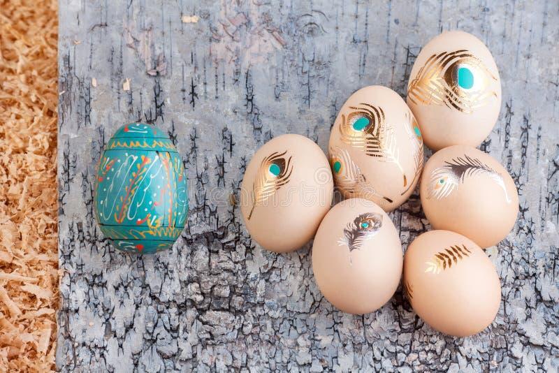 Μπλε tatoo και μπλε αυγών Πάσχας χρυσά στοκ εικόνα με δικαίωμα ελεύθερης χρήσης
