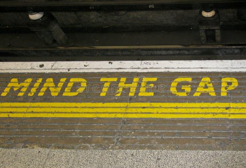 μυαλό του Λονδίνου χάσμα στοκ φωτογραφία