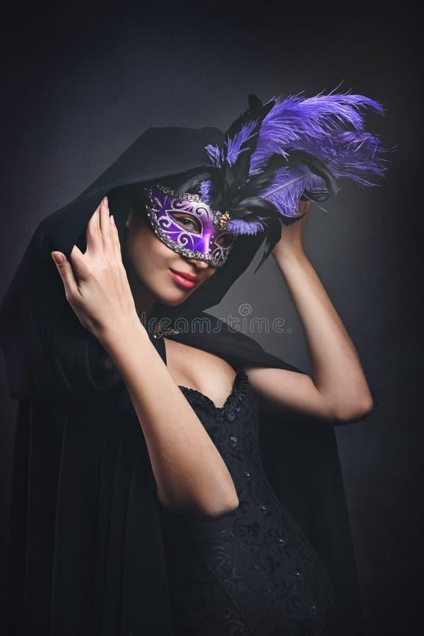 Μυστήρια καλυμμένη γυναίκα στοκ εικόνες