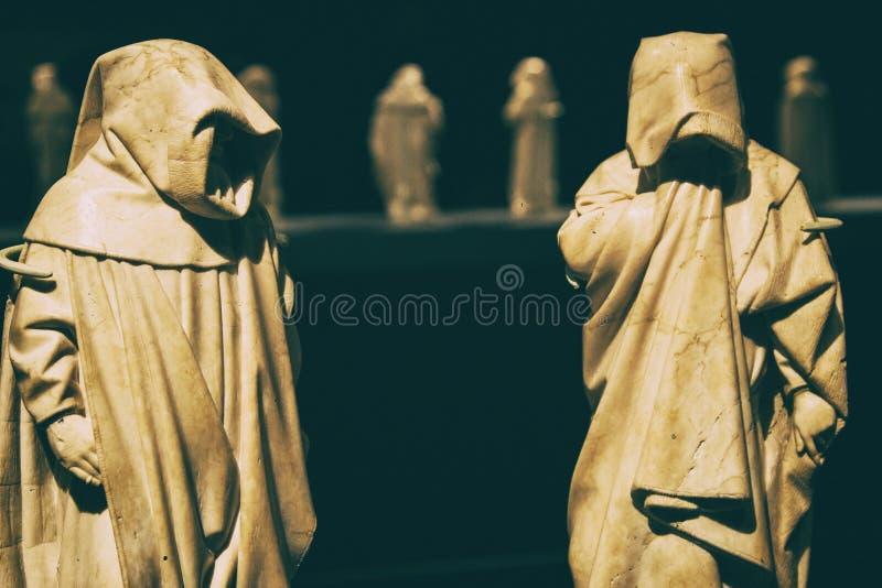 Μυστήρια friar άσπρα μαρμάρινα αγάλματα μοναχών στοκ εικόνες με δικαίωμα ελεύθερης χρήσης
