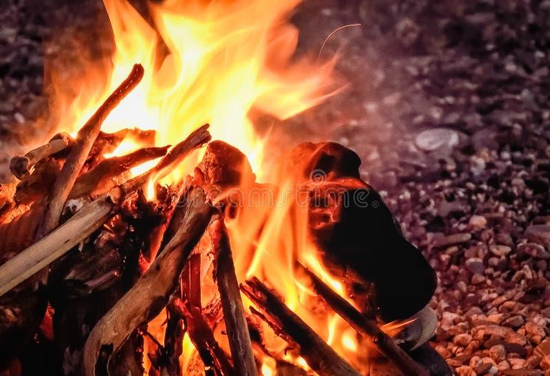 Μυστήριο πρόσωπο στην πυρκαγιά στοκ φωτογραφίες με δικαίωμα ελεύθερης χρήσης
