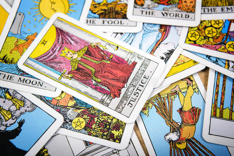 Μυστικό υπόβαθρο καρτών Tarot Ανώτερη δικαιοσύνη καρτών στοκ φωτογραφία με δικαίωμα ελεύθερης χρήσης