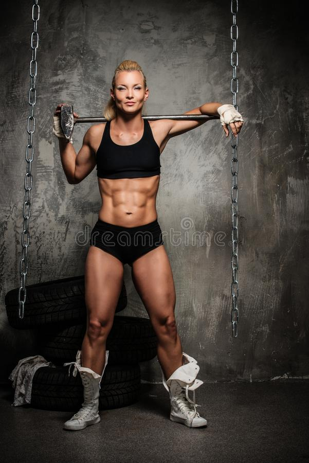 Μυϊκή γυναίκα bodybuilder στοκ εικόνες