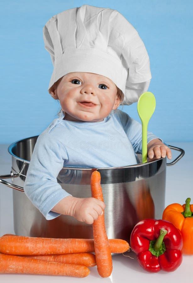 Μωρό - κούκλα με το καπέλο του αρχιμάγειρα στοκ φωτογραφία