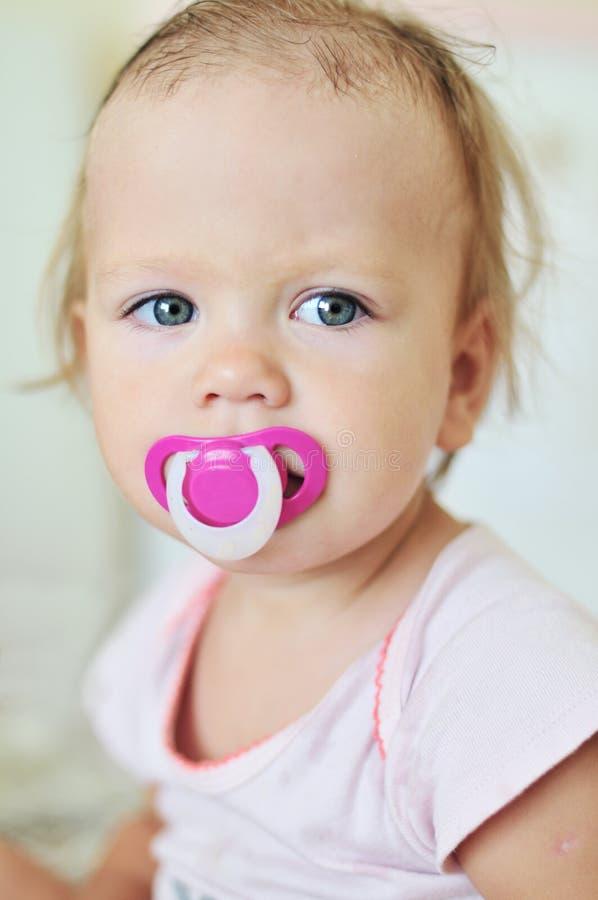Μωρό με το soother στοκ φωτογραφία με δικαίωμα ελεύθερης χρήσης