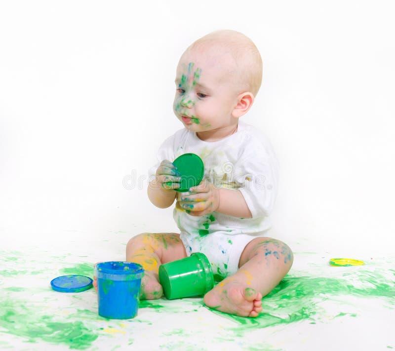 μωρό πέρα από το λευκό ζωγρ&alpha στοκ φωτογραφίες