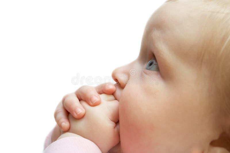 μωρό που ανατρέχει πορτρέτ&omic στοκ φωτογραφία με δικαίωμα ελεύθερης χρήσης