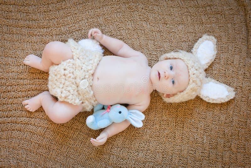 Μωρό στην εξάρτηση λαγουδάκι στοκ εικόνες με δικαίωμα ελεύθερης χρήσης