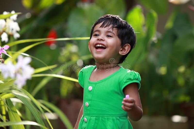 Μωρό στον κήπο στοκ εικόνα με δικαίωμα ελεύθερης χρήσης