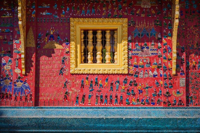 Μωσαϊκό γυαλιού στον τοίχο ναών λουριών wat xieng, Luang prabang στοκ φωτογραφία