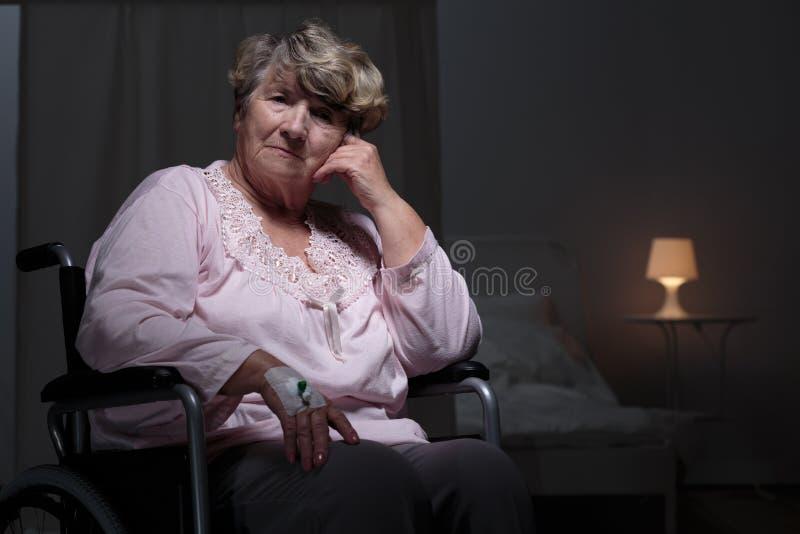 Μόνη γυναίκα στο σπίτι υπολοίπου στοκ εικόνα με δικαίωμα ελεύθερης χρήσης