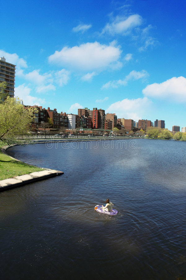 Download μόνη λίμνη στοκ εικόνες. εικόνα από λίμνη, φρέσκος, πόλη - 116408