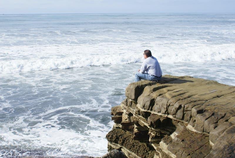 μόνη meditating σκέψη ατόμων στοκ φωτογραφίες με δικαίωμα ελεύθερης χρήσης
