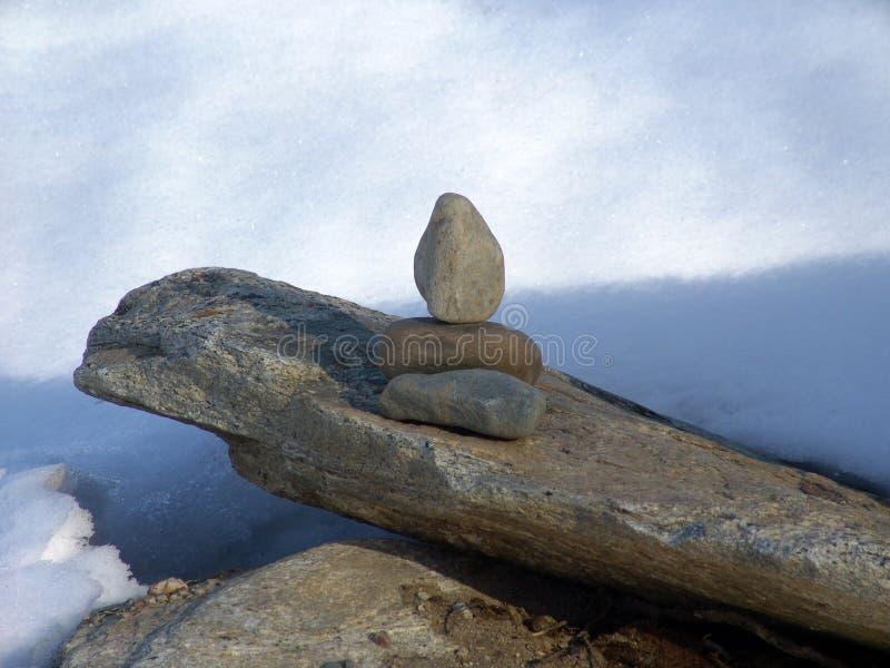 Download μόνιμες πέτρες στοκ εικόνες. εικόνα από χιόνι, ισορροπία - 94684