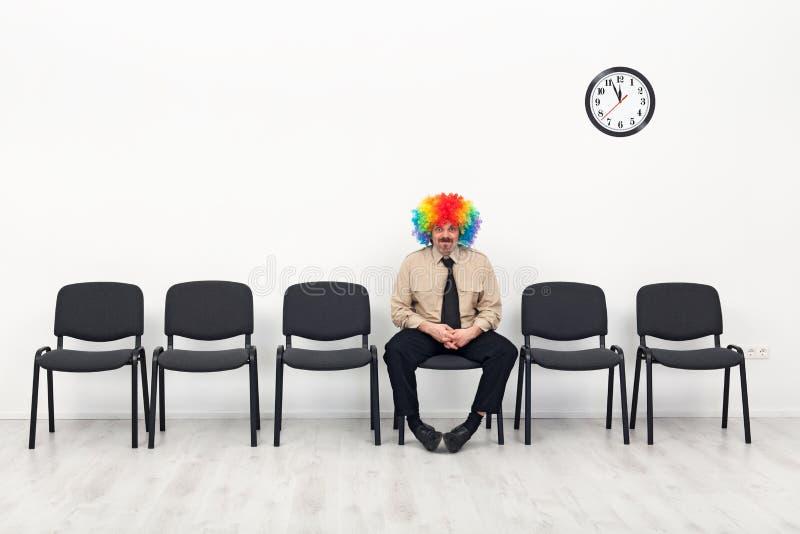 μόνιμη αναμονή ατόμων έννοιας τελευταία στοκ εικόνα