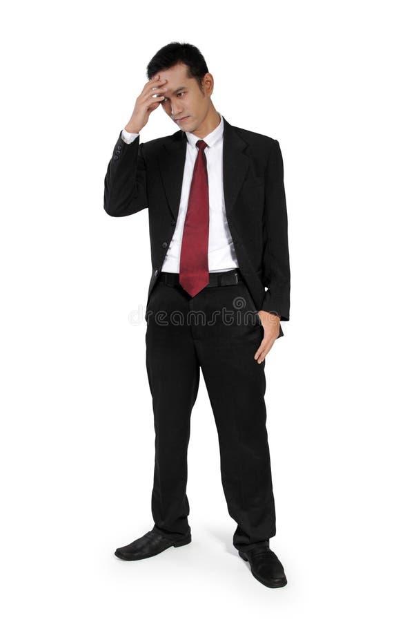 Μόνιμος επιχειρηματίας που έχει τον πονοκέφαλο στοκ εικόνα με δικαίωμα ελεύθερης χρήσης