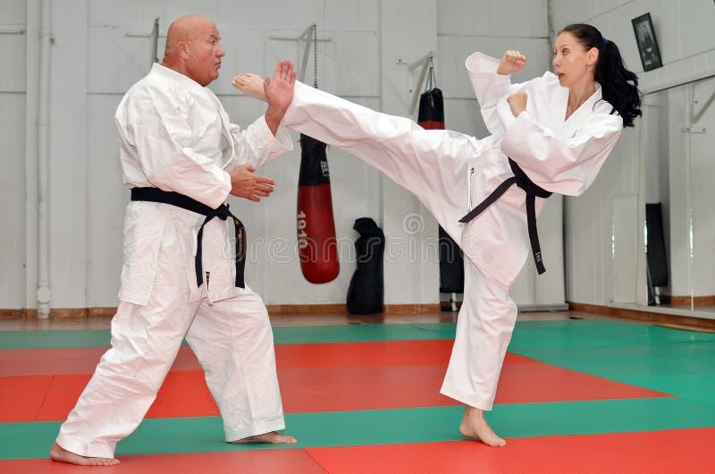 Μόνος - αμυντικό Karate μάθημα στοκ εικόνες με δικαίωμα ελεύθερης χρήσης
