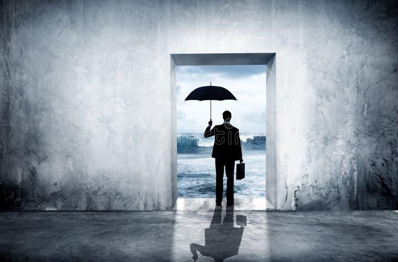 Μόνος επιχειρηματίας που αντιμετωπίζει την οικονομική κατάθλιψη στοκ εικόνες