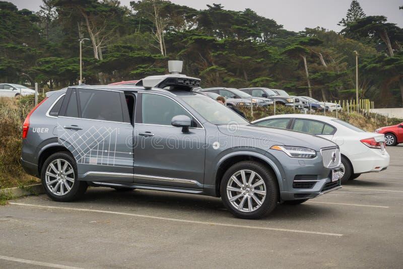 Μόνος-οδηγώντας αυτοκίνητο Uber στις δοκιμές στο Σαν Φρανσίσκο - πλάγια όψη στοκ εικόνες