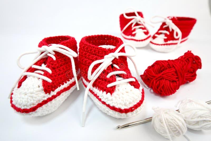 μόνος-πλεγμένα παπούτσια μωρών φιαγμένα από βαμβάκι στοκ εικόνα με δικαίωμα ελεύθερης χρήσης