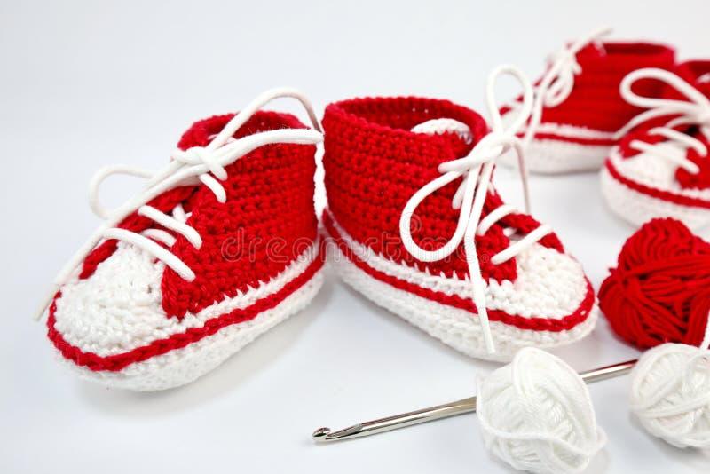 μόνος-πλεγμένα παπούτσια μωρών φιαγμένα από βαμβάκι στοκ φωτογραφία με δικαίωμα ελεύθερης χρήσης