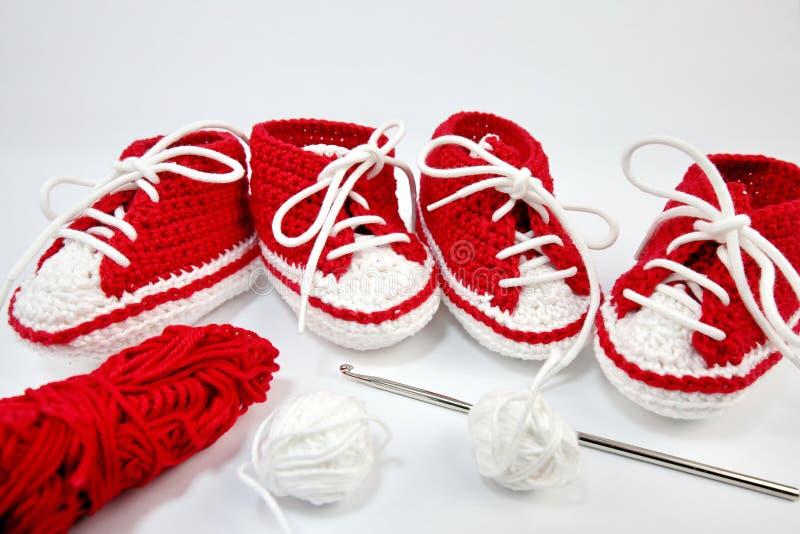 μόνος-πλεγμένα παπούτσια μωρών φιαγμένα από βαμβάκι στοκ φωτογραφίες με δικαίωμα ελεύθερης χρήσης
