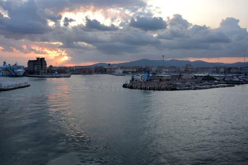 Μόνο λιμάνι στην ανατολή στοκ φωτογραφίες