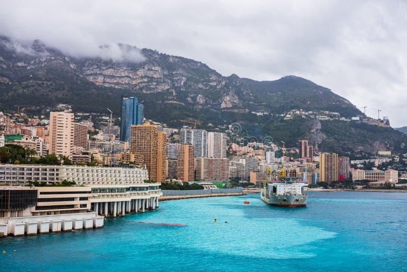 Μόντε Κάρλο, Μονακό – 2019 Βιομηχανικό σκάφος στο λιμένα του Μονακό στοκ φωτογραφία με δικαίωμα ελεύθερης χρήσης